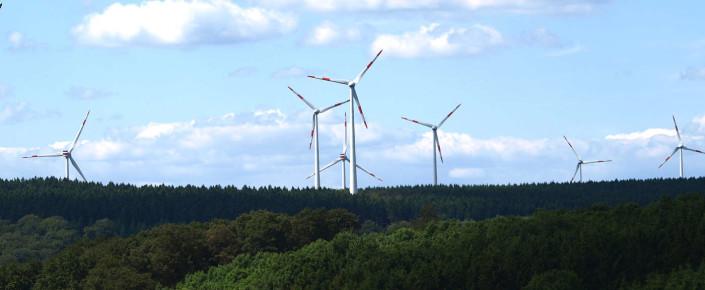 wind-turbine-369432_1920-705x290